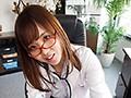 友人の姉は美人でしかも医者!自宅での無防備な姿にギャップ萌え エロすぎるカラダに超勃起して…こんな不良女医で童貞を捨てちゃった!2 画像3
