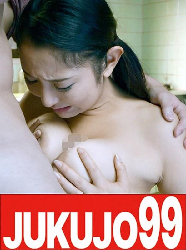 息子の友達に抱かれる美人巨乳妻 本真ゆり キッチンでフェラ編 パッケージ画像