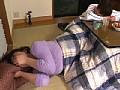 コタツの中で息子にイカされる義母 サンプル画像 No.4