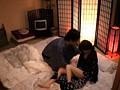 温泉旅館に宿泊しているカップルを狙って彼氏の前で彼女をレイプできるのか!? 1