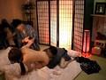 温泉旅館に宿泊しているカップルを狙って彼氏の前で彼女をレイプできるのか!? 4