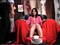 マッサージ店にて、淫乱の彼女の潮吹き無料熟女動画像。足つぼマッサージでイタ気持ちヨガっている隙にスケベな事ヤッちゃえ!