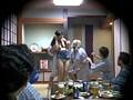 忘年会で部下の妻を強制裸踊り後に輪姦したビデオ 2