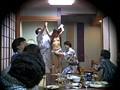 忘年会で部下の妻を強制裸踊り後に輪姦したビデオ 8
