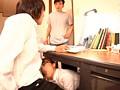 机の下でねっとりイカせる痴女 2