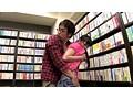 無言痴姦 本屋で熱中している女子を… サンプル画像0