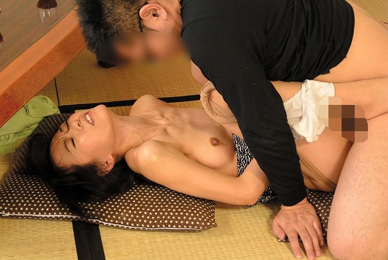 五十路の女房を騙して、夫では味わえない性の快楽を… の画像11