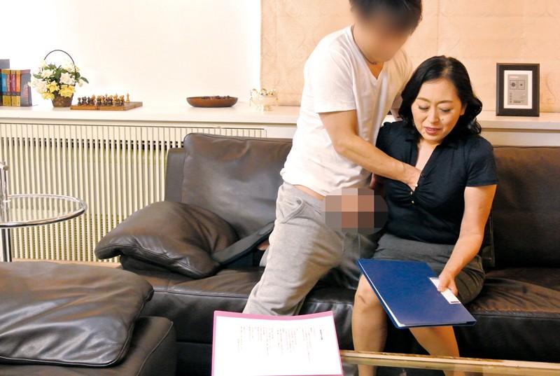 家庭訪問に来た熟女教師に性教育の相談をしていたら… の画像7
