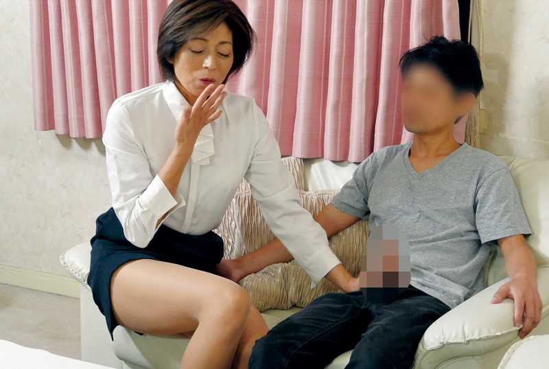 家庭訪問に来た熟女教師に性教育の相談をしていたら… の画像14