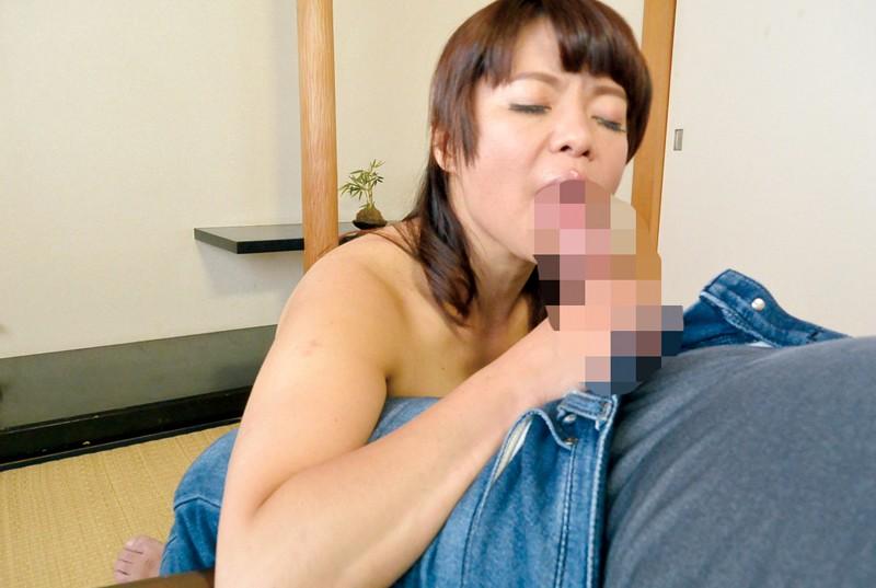 家庭訪問に来た熟女教師に性教育の相談をしていたら… の画像12
