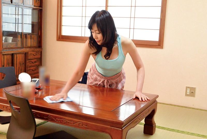 和歌山から上京した嫁の母が…五十路義母 福田由貴55歳 の画像11