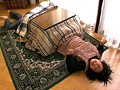人妻、松本幸子出演の強姦無料熟女動画像。コタツの中で息子にイカされる義母SP