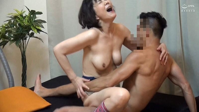ネット配信に流出!!ヨガ教室インストラクタープライベート映像 中年おばさんの赤裸々なSEX 4 の画像12