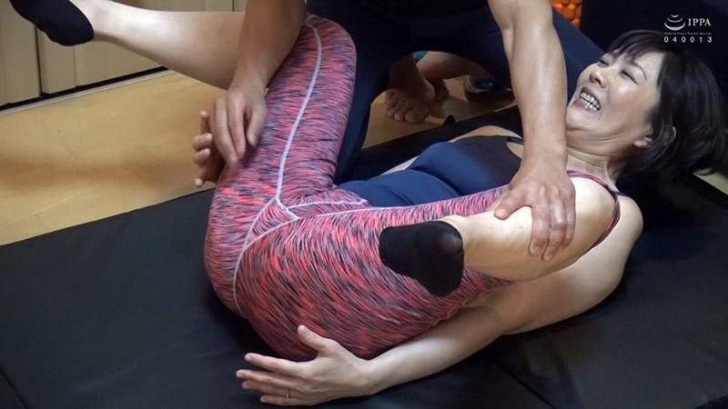 ネット配信に流出!!ヨガ教室インストラクタープライベート映像 中年おばさんの赤裸々なSEX 4 の画像10