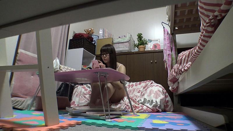 日常をこっそり覗く 女子社員寮オナニー盗撮 の画像4