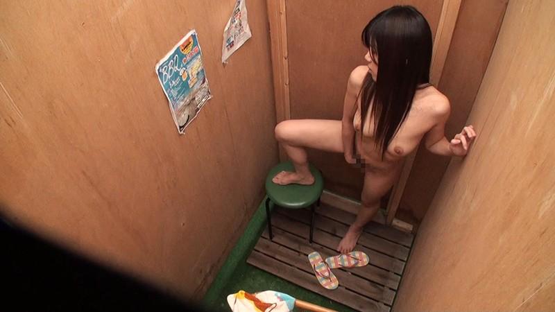 湘南海岸仮設シャワー室・更衣室 オナニー盗撮 の画像3