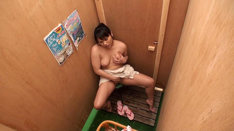 湘南海岸仮設シャワー室・更衣室 オナニー盗撮 の画像12