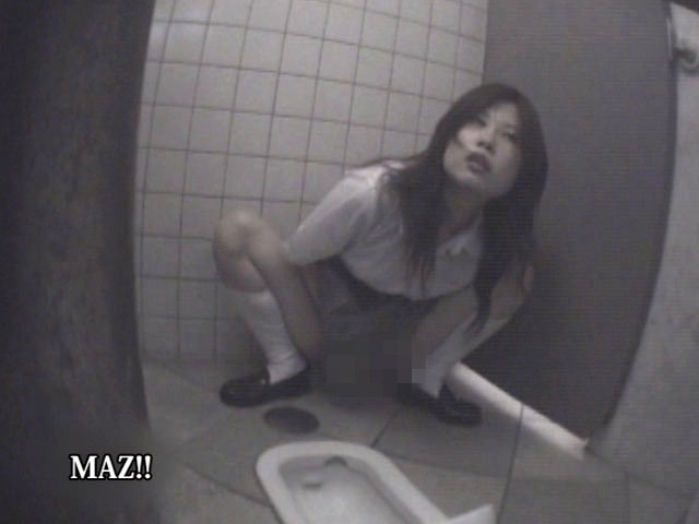 【隠し撮り動画】海の家の簡易シャワールームで水浴びする