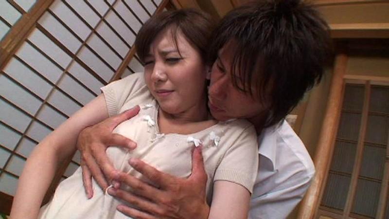 息子に按摩されて感じる母。その後は…。 の画像8