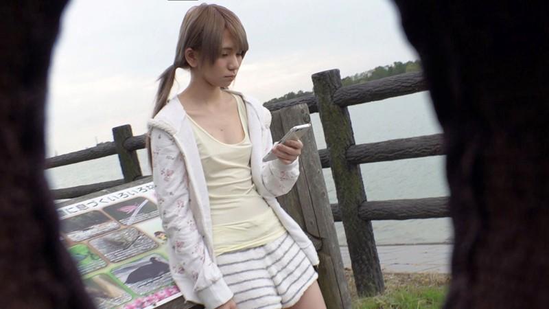 千葉の山奥の田舎町でノーブラでうろついていると噂の乳首ぽっちヤンキーちゃん 画像8枚