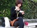 昼休み中にベンチでお弁当を食べている派遣女性社員は、高額アルバイトの仕事の話にすぐ乗ってしまい… 1