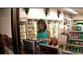 深夜に一人でコンビニで立ち読みしている巨乳女は男を欲してるヤリマン女、巨乳目当てに近づく男達を待っていたかのように即ハメ! 17