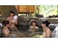 風情のある露天温泉が一転してエロ温泉に早変わり!やって来た女子大生グループが入浴する温泉に大量媚薬垂れ流し。女子大生達がミルミルうちに発情し、面白いように好き放題ヤレた!! 1