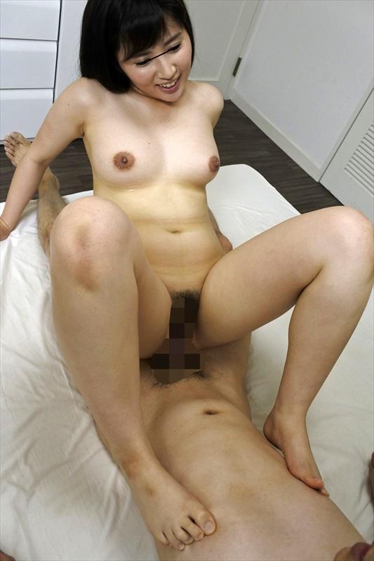 童貞喰いの美女が乳首こねくりフル勃起チ○コを生挿入! 画像20枚