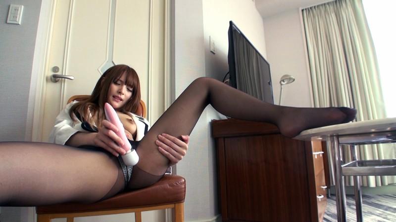 容姿端麗 超美脚ギャルの細く長い脚でパンストフェチプレイ! の画像6