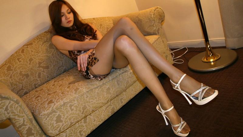 容姿端麗 超美脚ギャルの細く長い脚でパンストフェチプレイ! の画像11