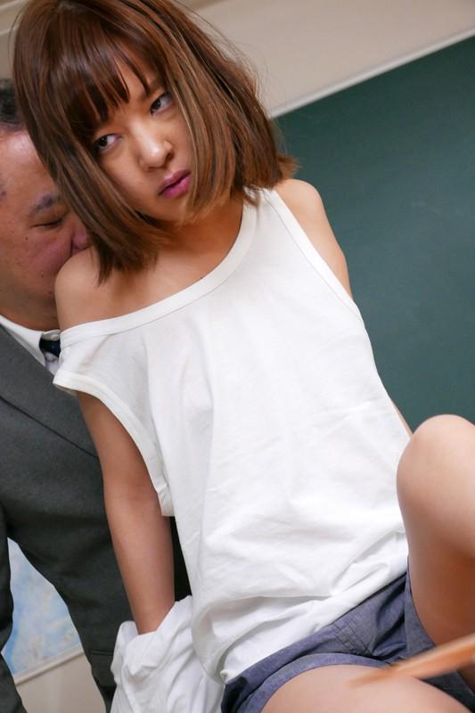 男子の制服を着ている友達が目の前で輪☆姦されているのに、何もできない僕。 あべみかこ 画像10枚