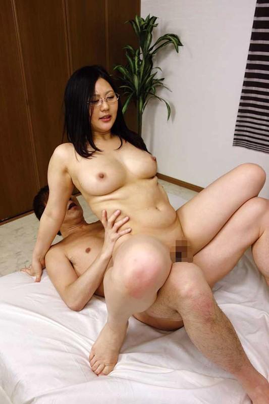 MOT-002磁力_生真面目奥さんは隠れ巨乳- 1 前田彩美_前田彩美