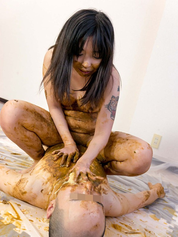 変態SM女性シリーズ2相互汚物愛に惑溺する子持ち主婦 ゆあ 塗糞女体舌舐め奉仕 の画像4