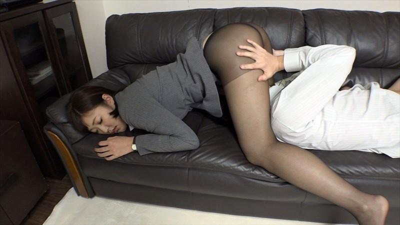 「一度でいいから揉んでみたい!」黒パンストを履いたデカ尻同僚に僕が睡眠薬を飲ませて、夢の豊満ボディを堪能し何度も中出し!3 の画像9