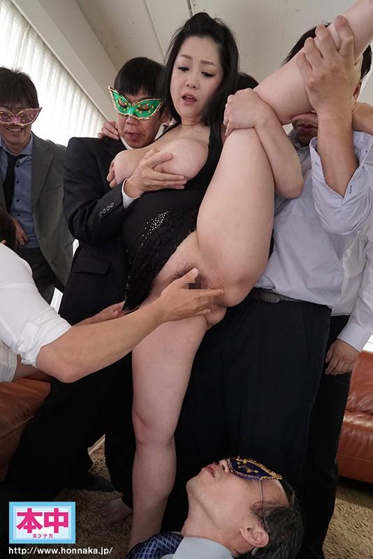 月に一度の闇営業芸能人中出し乱交パーティー 小向美奈子
