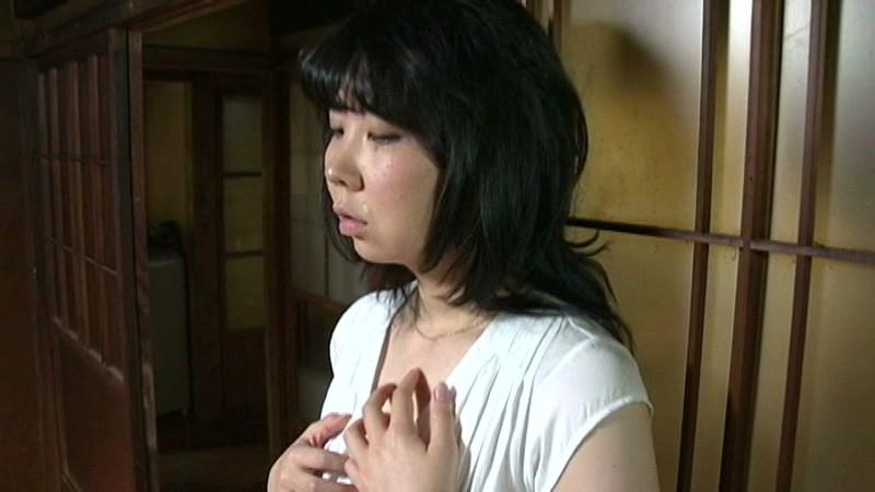 【素人ギャルのパンツ】黒水玉スカートの色白スレンダー美人