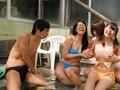 [HUNTA-201] 超ラッキー!!大きなおっぱいが水着からポロリ!!旅行先の温泉スパリゾートで浮かれて友達同士で悪ふざけして、水着を取り合っている女の子たちの大きな胸が水着からポロリしまくり!!しかも夢中で取り合っているからこちらの視線に全く気付いていない!!だから調子に…