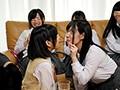 [HUNTA-207] 娘のうぶな同級生たちと父親1人で初めての王様ゲーム!学校帰りで我が家に集まった娘の同級生たち。どこから聞いてきたのかみんなで王様ゲームをしている!さすがに命令はカワイイものだったのだが、大人の私に本格的な王様ゲームを教わりたいと言うので私も参加すること…