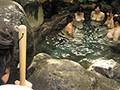 [HUNTA-272] お湯に浮くほどデッカイおっぱいをのぞいていたら…!?無職のボクは親戚が経営する温泉宿の手伝いに。どうせ暇だろう…と気を抜いていると、まさかの若妻の団体がやって来た!忙しい生活から解放されたのか、温泉に入るなりおっぱいを見せ合い大はしゃぎ!大きなおっぱい…