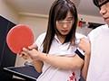 学校で全く人気のない廃部寸前の卓球部をなんとか存続させる為、5人の女子部員がドエロな勧誘で新入部員を募集!さらに体験入部すると手取り足取り胸取り腰取りチ○ポ取り超密着エロ卓球指導の毎日!少しでも辞めようとしようものなら、ボクを引き留める為に何でも有りの… 2