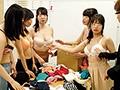 巨乳女子社員だらけの下着メーカー独身寮に男はボク1人!上京して都会の下着メーカーに運良く就職して独身寮に入ったら女性しかいない!職場でも寮でも女性の下着姿だらけでもう24時間勃起しまくり!なんとか隠し通せていたと思ったらバレバレで… No.4