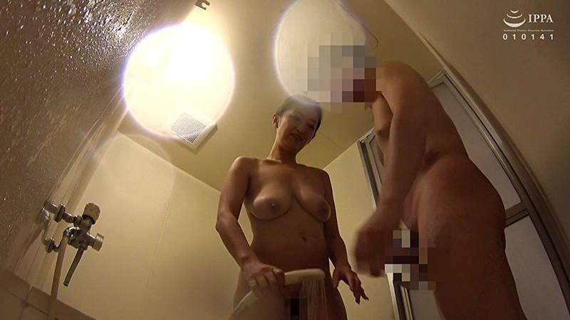飲み会帰りに終電を逃して困っている熟女を自宅に1泊させてあげました。 の画像13