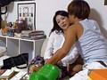 イケメンが熟女を部屋に連れ込んでSEXに持ち込む様子を盗撮した動画。 DMM限定!先行配信スペシャル!!05 1