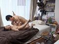 イケメンが熟女を部屋に連れ込んでSEXに持ち込む様子を盗撮した動画。 DMM限定!先行配信スペシャル!!05 8