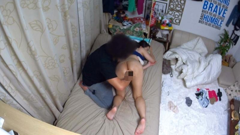 イケメンが熟女を部屋に連れ込んでSEXに持ち込む様子を盗撮した動画。 FANZA限定!先行配信スペシャル!...のサンプル画像9