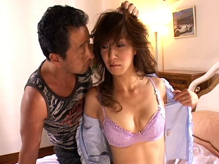 愛する夫の目の前で… ~美人妻アナル凌辱~ 高坂保奈美 の画像12