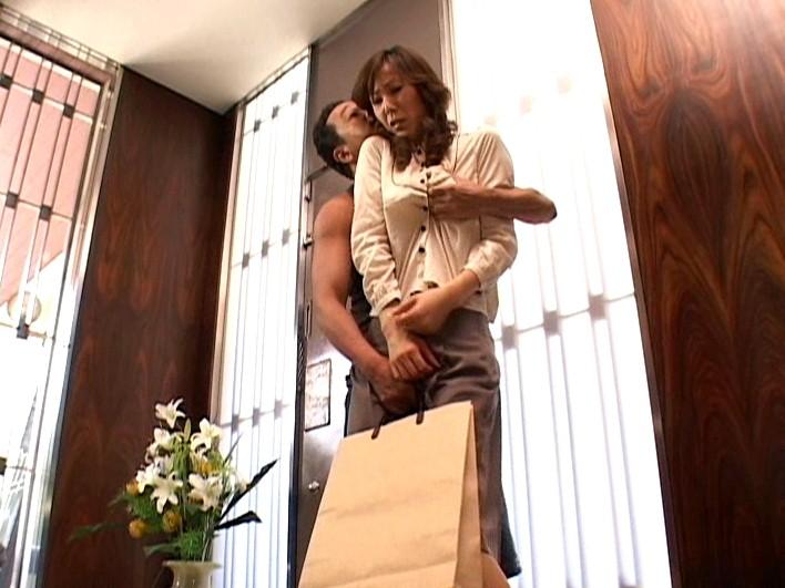 愛する夫の目の前で… ~美人妻アナル凌辱~ 高坂保奈美 の画像8