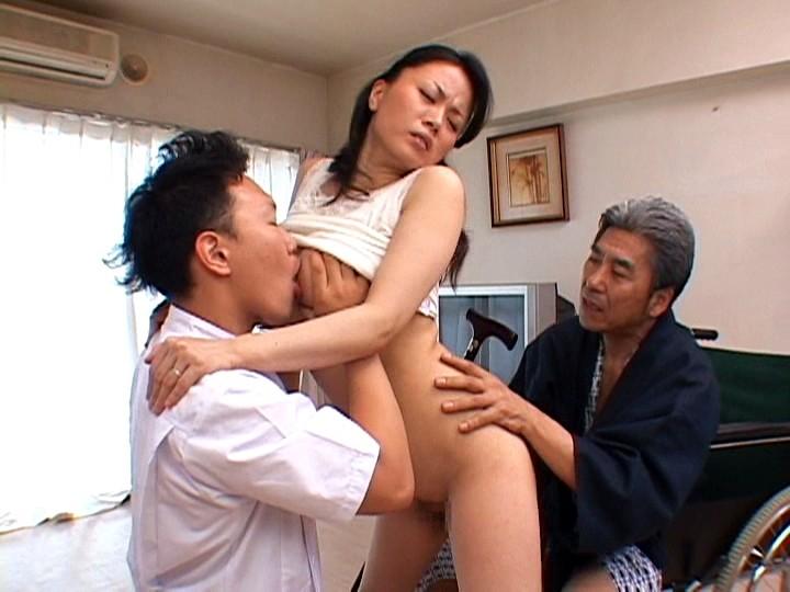 濡れ嫁・羞恥介護 ~義父の柔肌調教~ 佐藤美紀 の画像18