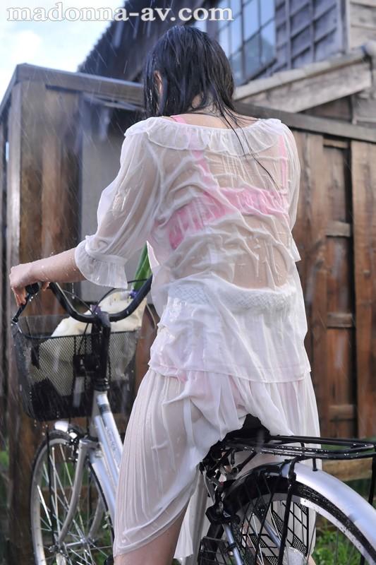 晴れ時々、雨 ~濡れ透ける人妻の下着と柔肌~ 羽月希 の画像3