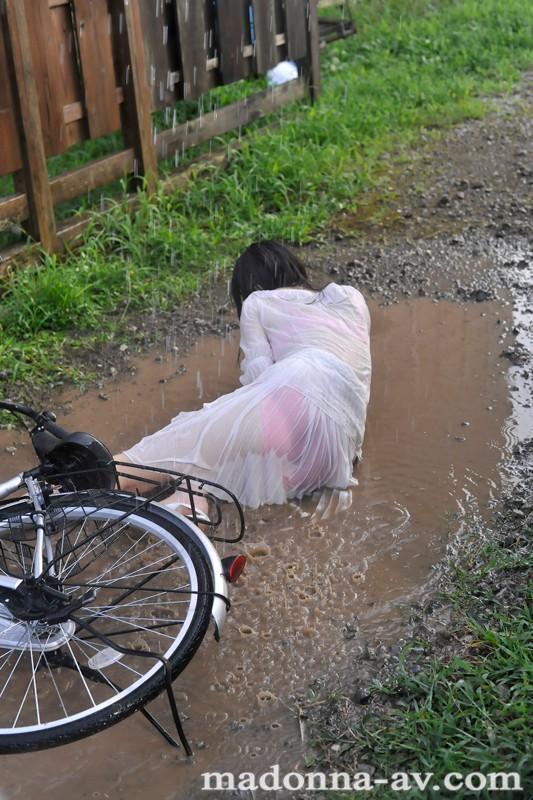 晴れ時々、雨 ~濡れ透ける人妻の下着と柔肌~ 羽月希 の画像4